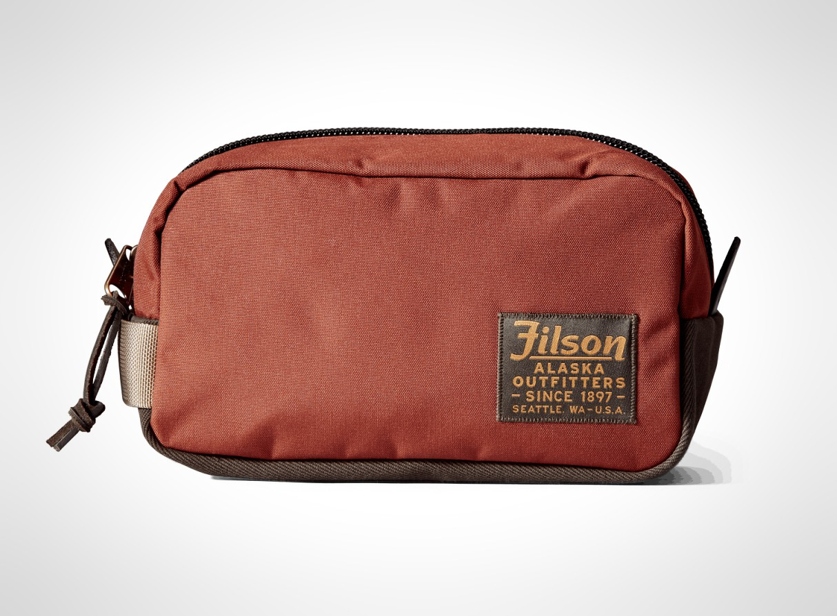mens-travel-washbags-2019-filson