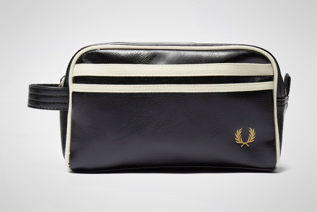 mens-travel-washbags-2019-fred-perry